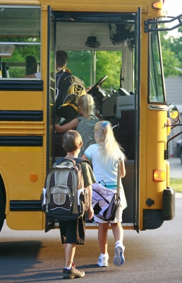 school_bus_with_kids_400