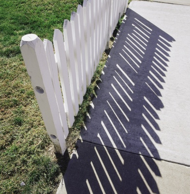 white_picket_fence_shadow_400